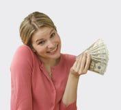 Het Contante geld van de Holding van de vrouw Stock Fotografie
