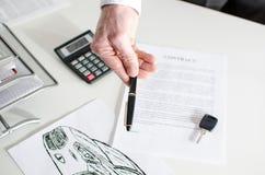 Het contract van de autoverkoop Stock Fotografie