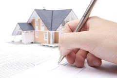 Het contract van de hypotheek Stock Afbeeldingen