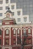 Het contrast tussen de architectuur Royalty-vrije Stock Afbeeldingen