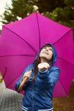 Het controleren regen stock foto
