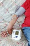 Het controleren van bloeddruk Stock Foto