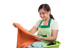 Het controleren van haar wasserij stock afbeelding