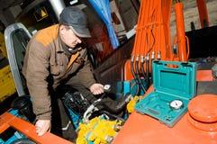 Het controleren van hydraulisch systeem Stock Fotografie