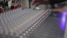 Het correcte controlebord van de muziekmixer stock video