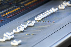 Het correcte van het de Studio Audiomateriaal van Electric Mixer Recording van het muziekcontrolemechanisme Digitale Registreerto Stock Afbeelding