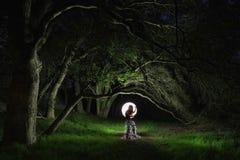 Het creatieve Lichte Schilderen met de Verlichting van de Kleurenbuis met Landschappen Stock Foto