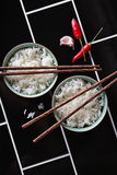 Het creatieve stileren van Aziatisch voedsel op diagonale achtergrond Stock Fotografie