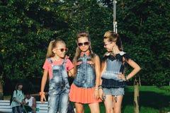 Het creatieve Team van Aantrekkelijke Tienermeisjes stelt Stock Afbeelding