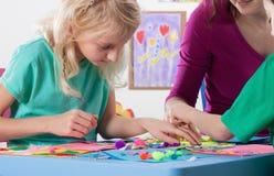 Het creatieve werk in kleuterschool stock afbeelding