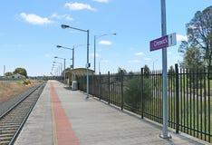 Het Creswick-Station (1874) had een nieuw die platform in 2010 wordt gebouwd De delen van het originele postgebouw en het platfor Stock Afbeeldingen