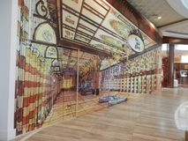 het 3d schilderen dichtbij goud souk binnen de wandelgalerij van Doubai Stock Foto's