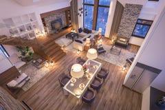 het 3D teruggeven van avondwoonkamer van chalet Stock Foto