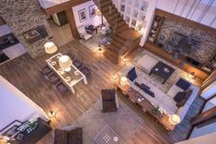 het 3D teruggeven van avondwoonkamer van chalet Royalty-vrije Stock Foto's