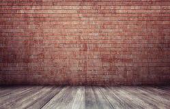het 3d teruggeven van binnenland met rode bakstenen muur en houten vloer Stock Fotografie