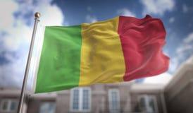 Het 3D Teruggeven van Mali Flag op Blauwe Hemel de Bouwachtergrond Stock Fotografie