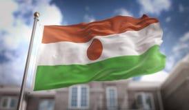 Het 3D Teruggeven van Niger Flag op Blauwe Hemel de Bouwachtergrond Stock Fotografie