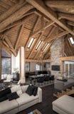 het 3D teruggeven van woonkamer van chalet Stock Foto's