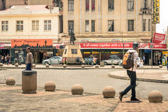Het dagelijkse leven bij Gandhi-Vierkant in Johannesburg Zuid-Afrika Stock Foto's