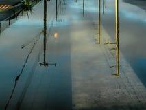 Het dagen in de stad door het meer stock afbeeldingen