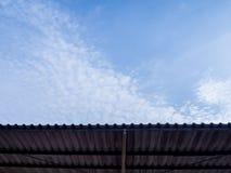 Het dak beschermt zonlichttextuur en achtergrond Stock Afbeeldingen
