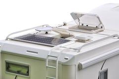 Het dak van de kampeerauto met zonnepaneel, antenne, oblo en ladder royalty-vrije stock foto