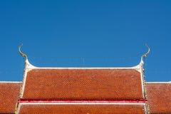 Het dak van de tempel op blauwe hemel Stock Fotografie