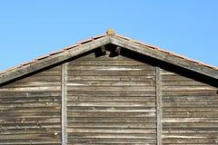 Het dak van een oud huis. Stock Foto's