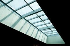 Het dak van het glas van de moderne bureaubouw stock fotografie
