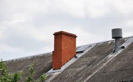 Het dak van het oude huis Stock Afbeeldingen