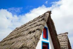 Het dak van met stro bedekt van een typisch huis van Madera Stock Foto's