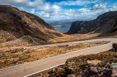 Het dalen Bealach de Bedelaars van Na van Applecross, Schotse Hooglanden Royalty-vrije Stock Foto's