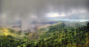 Het dalen in de wolken Stock Fotografie
