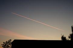 Het dalen van het vliegtuig Stock Afbeeldingen