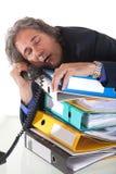 Het dalende in slaap durning phonecall Stock Foto's