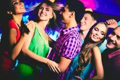 Het dansen bij disco Royalty-vrije Stock Foto's
