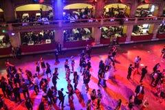 Het dansen bij prom Stock Afbeeldingen