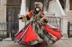 Het dansen in Carnaval stock afbeeldingen