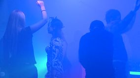 Het dansen in de club stock video