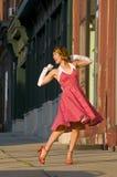 Het dansen in de straat Stock Foto's