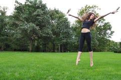 Het dansen in de tuin Stock Afbeeldingen