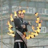 Het dansen en stunts met brand Royalty-vrije Stock Afbeeldingen