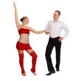 Het dansen jong paar op wit Stock Afbeelding