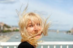 Het dansen met de wind stock foto
