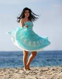 Het dansen op het strand Stock Afbeeldingen