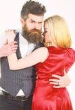 Het dansen paarconcept Vrouw in rode kleding en man die in vest terwijl het dansen knuffelen Gebaarde hipster en aantrekkelijke d stock fotografie