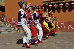 Het dansen Prestaties van de Yi Minderheid, China Royalty-vrije Stock Fotografie