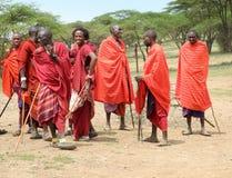 Het dansen van de Strijders van Masai stock afbeelding