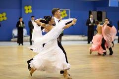 Het dansen van het paar de sportconcurrentie Royalty-vrije Stock Afbeeldingen