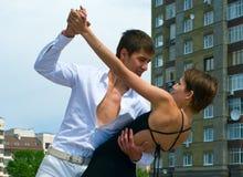 Het dansen van het paar Latino dans stock afbeelding